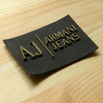 Этикетка из кожзама с резиновым логотипом