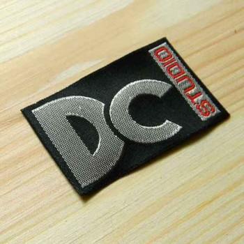"""Пришивная этикетка с шелком """"DC"""" 7,5х3,5 см"""